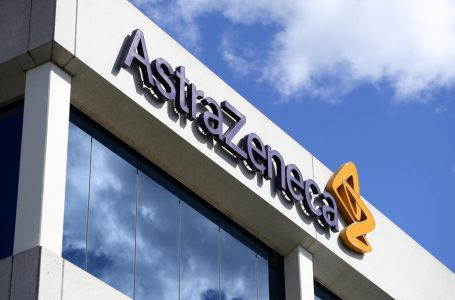epa08966498 (FILE) – A view of the logo at biopharmaceutical company AstraZeneca headquarters in Sydney, Australia, 19 August 2020 (reissued 26 January 2021). AstraZeneca has denied reports of a reduced efficiacy of its COVID-19 vaccine.  EPA-EFE/DAN HIMBRECHTS AUSTRALIA AND NEW ZEALAND OUT